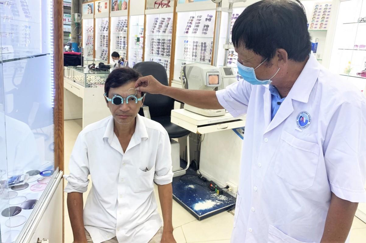 chăm sóc mắt phan thiết, khám mắt phan thiết, đo mắt phan thiết, chữa bệnh mắt phan thiết, trưởng khoa mắt bệnh viện tỉnh bình thuận, phan thiết, bình thuận