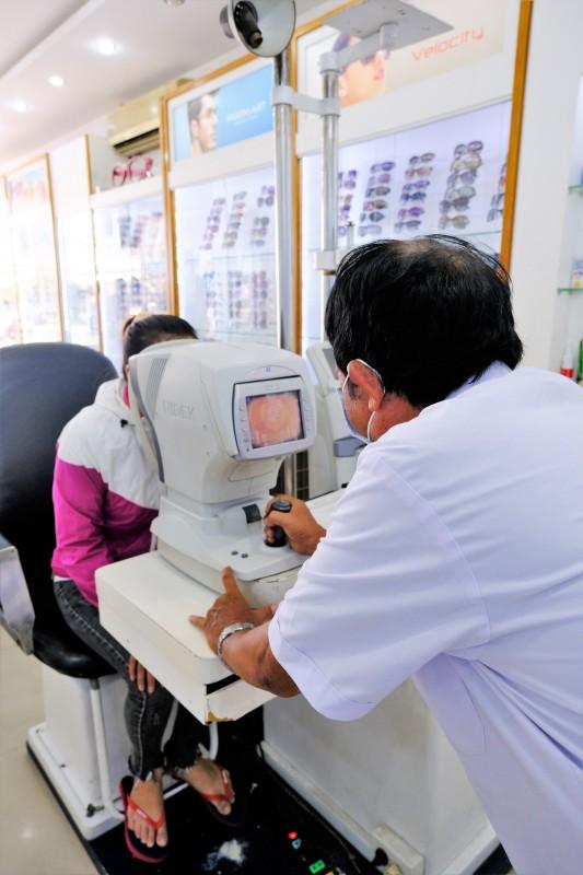 Bác sĩ nhãn khoa, bác sĩ chuyên khoa mắt, bác sĩ mắt, đo mắt ở đâu, khám mắt ở đâu, bác sĩ đo mắt, bác sĩ khám mắt, bác sĩ khám chữa bệnh mắt, chăm sóc mắt, khám mắt, đo mắt, chữa bệnh mắt